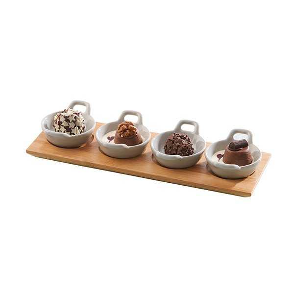 Serveringsplatte med små skåle til snacks og tapas