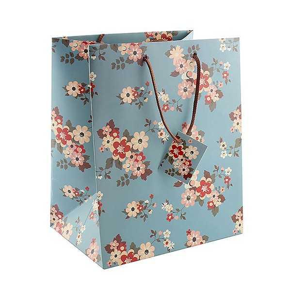 Gavepose i blåt papir med blomstermønster