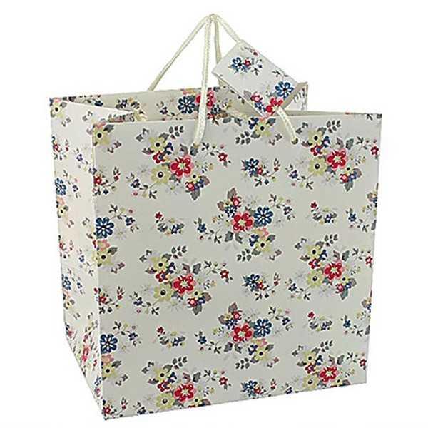Gavepose i hvidt papir med blomster
