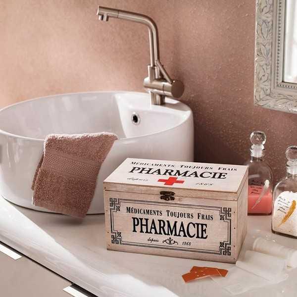 Førstehjælpskasse til plastre, bandager m.m.